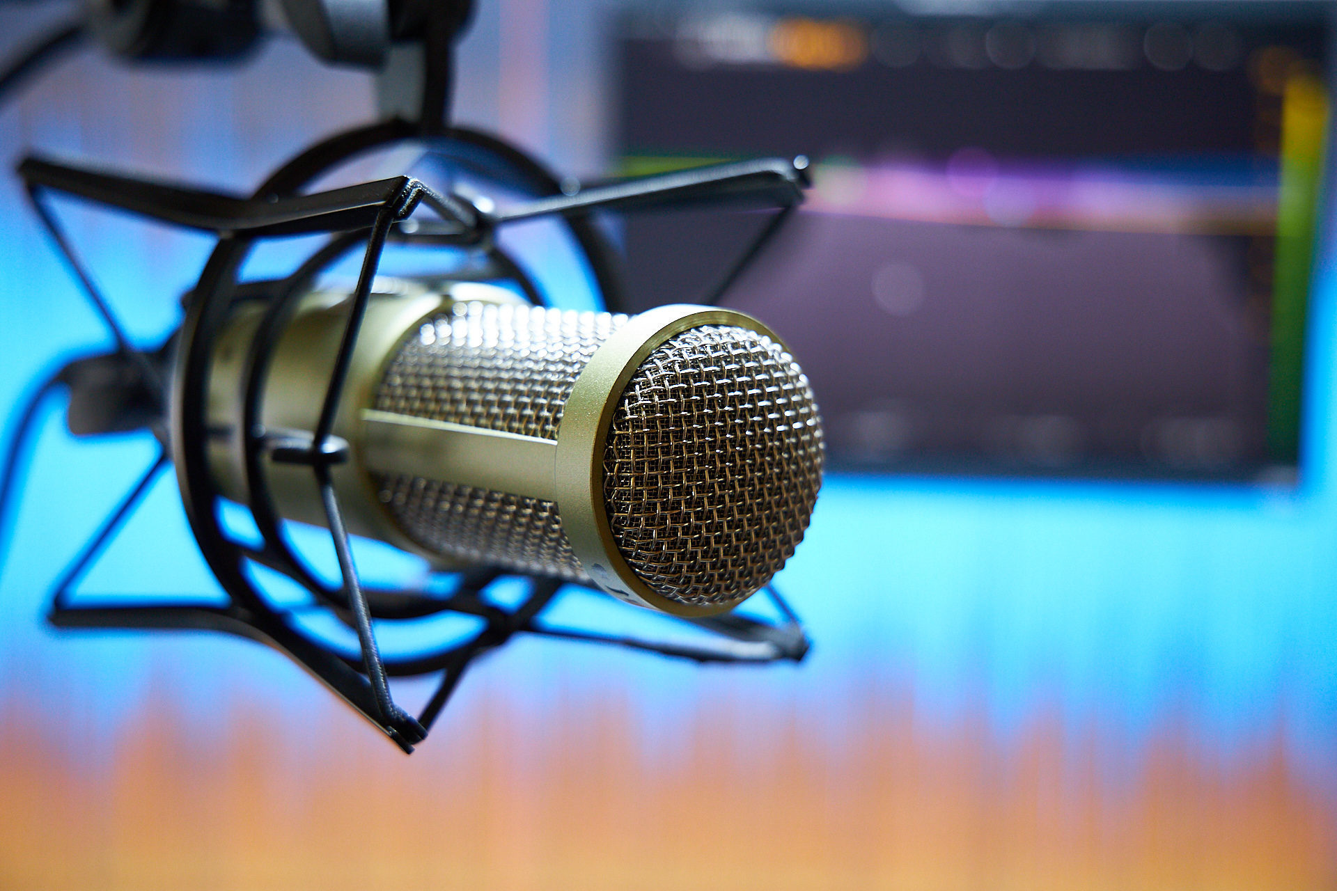 Blogging vs. Podcasting: Which is Better for the Modern Marketer?